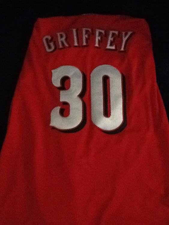 best service a391f e4e84 Ken Griffey Jr red jersey with hall of fame patch