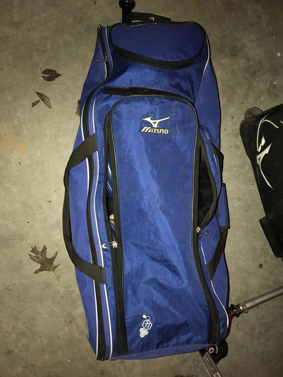 Mizuno Classic Rolling Bat Bag Expired
