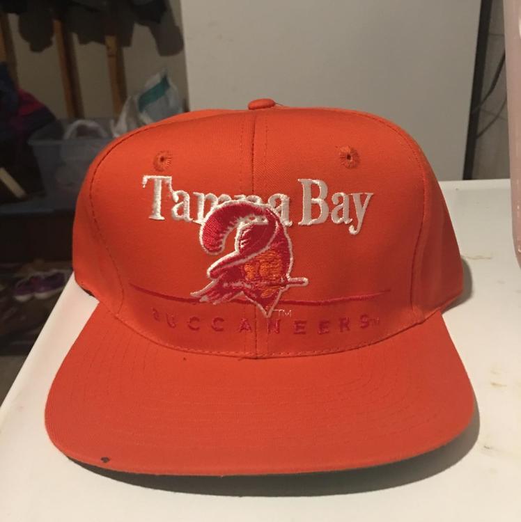 ec57e614c Vintage Tampa Bay Buccaneers Snapback