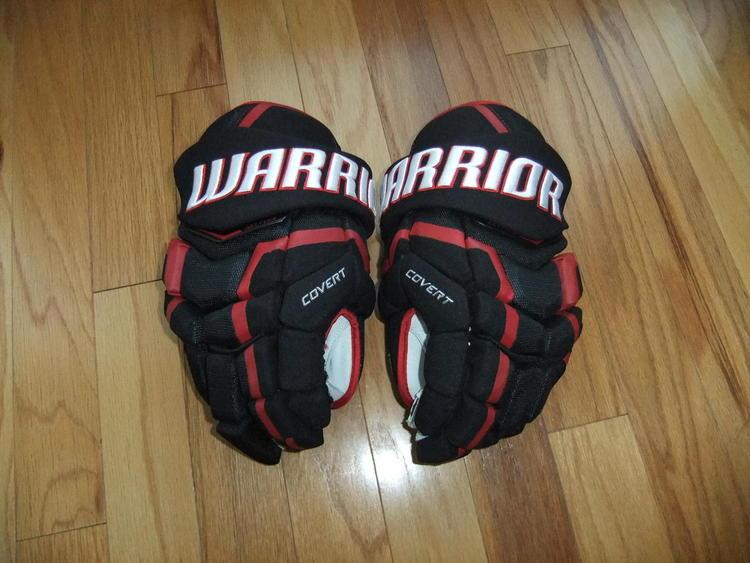 e17c3da6128 Chicago Blackhawks Pro Stock Warrior Covert QRL Hockey Gloves 14 inch