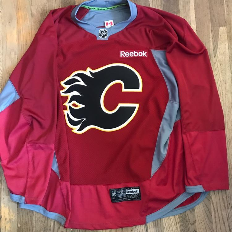 ... Reebok Calgary Flames Burgundy Edge Pro Stock Practice Jersey NHL 58+ Hockey  Apparel SidelineSwap ... e04fc4d54