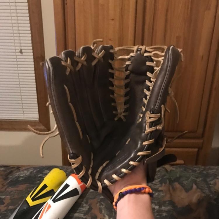 Nike Sieger 2 Left handed OFFERS | Baseball Gloves & Mitts | SidelineSwap