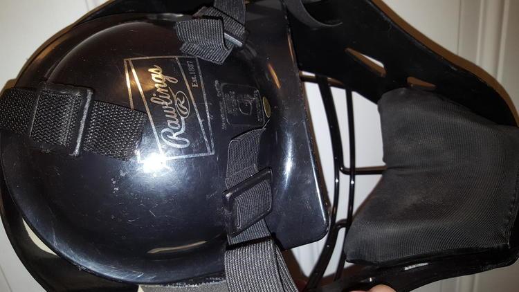 Rawlings Coolflo Hockey Style Catchers Helmet Sold