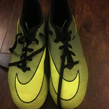 Excellent condition Nike soccer cleats 5.5Y | SidelineSwap