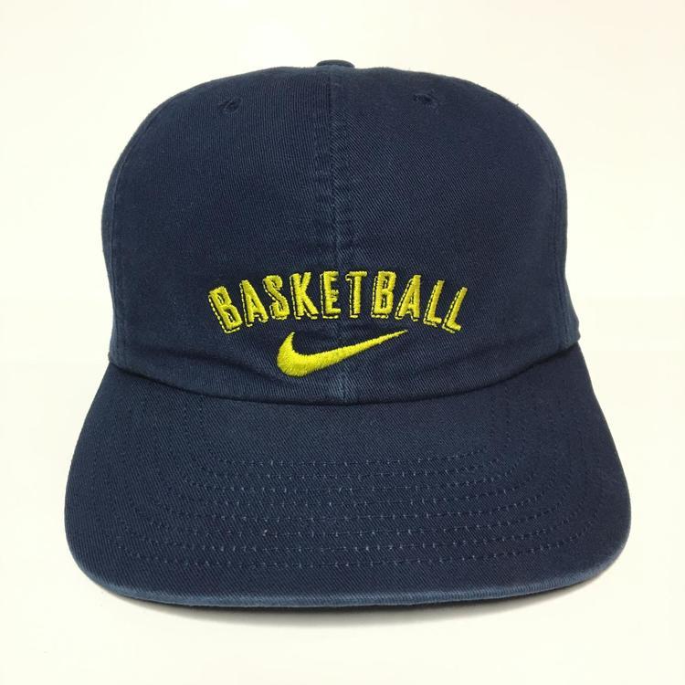 sale retailer 053fe 07fc9 ... reduced vintage nike basketball snapback hat a923e 1d8c2