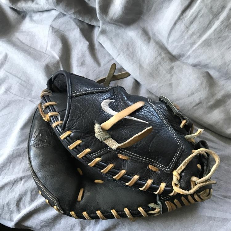Nike Catchers Glove - SOLD