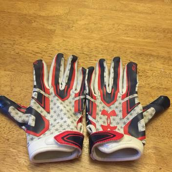 Under Armour Youth Large Receiver Expired Football Gloves