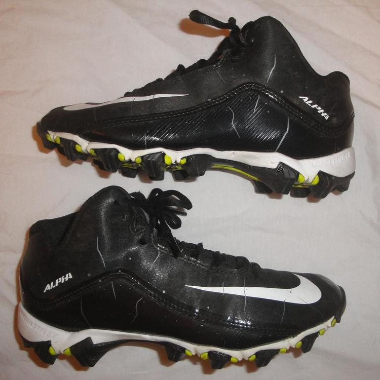 NIKE ALPHA YOUTH SIZE 5.5 BLACK CLEATS