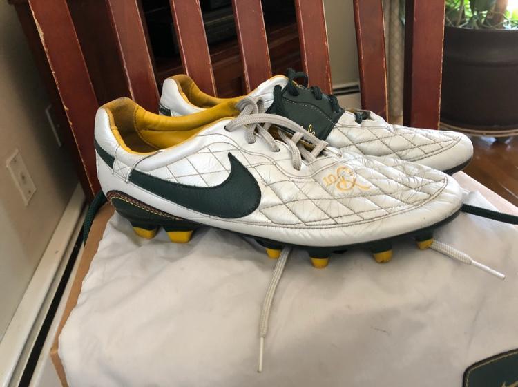 f94511c73ec Nike Ronaldinho Dois Size 9.5 Soccer Cleats