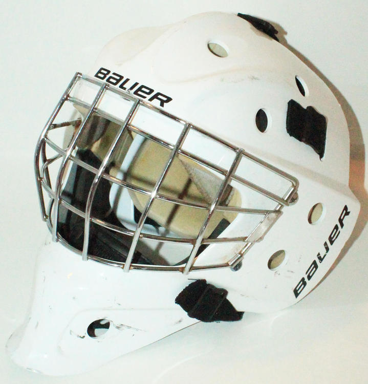 bc6a8e06ee4 Bauer NME 3 ICE WHITE JR GOALIE HELMET - GOAL MASK JUNIOR SIZE USED ...