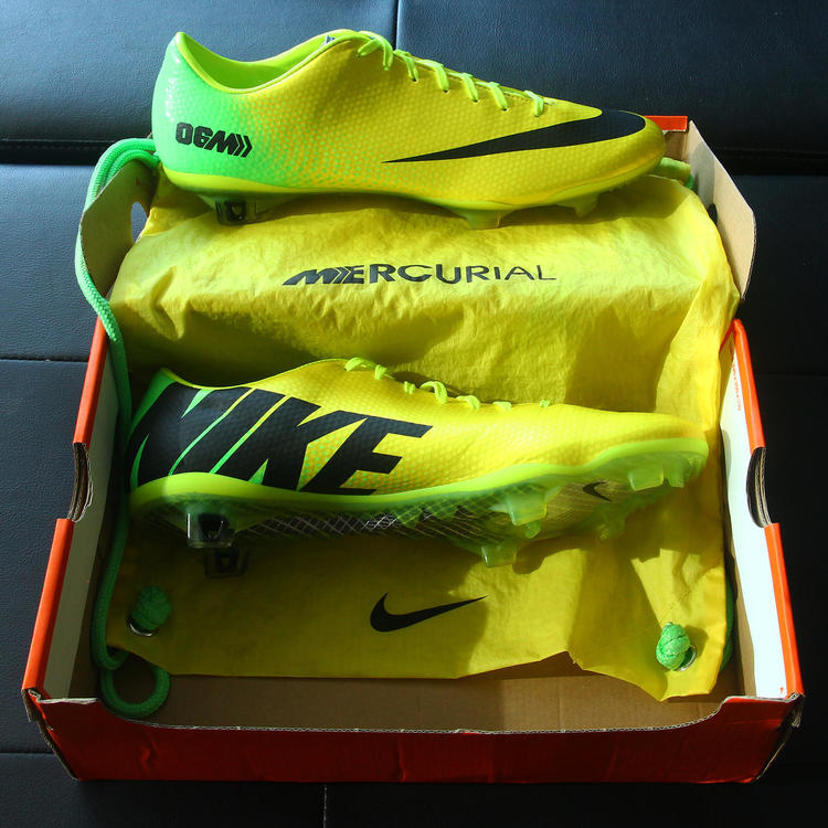 1132c4fed6c Nike Mercurial Vapor IX FG (06M Vibrant Yellow   Men s Size 11.5 US ...