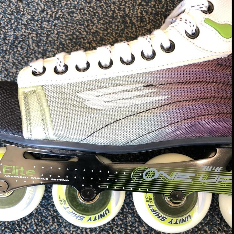 Nike Hockey Gloves: Bauer New Nike/ XR Lite Roller SR (size:11)