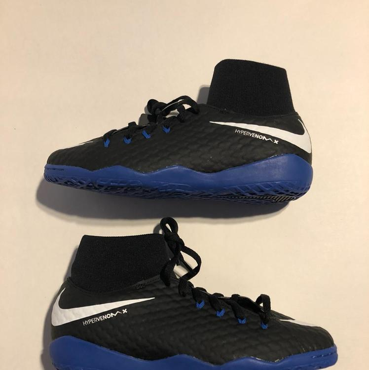 sports shoes 6bbaa 9c649 Nike HypervenomX Phelon III DF IC Indoor Kids SZ 5.5   Soccer Cleats    SidelineSwap