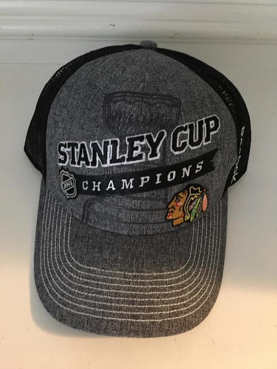 fbc56b3e43117 New Reebok CHICAGO BLACKHAWKS STANLEY CUP CHAMPIONS HAT CAP trucker  adjustable