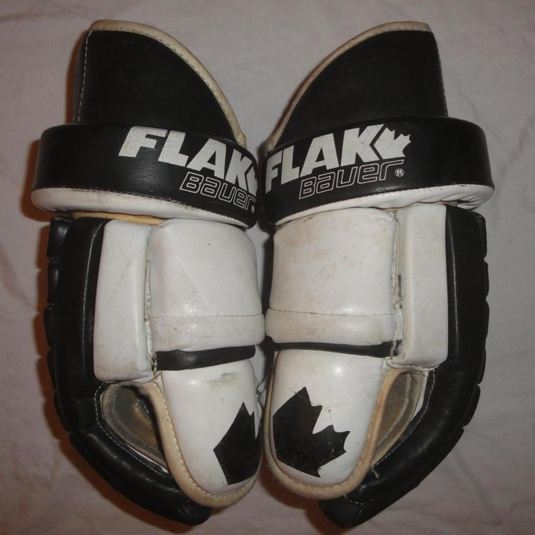 """Bauer EARLY 90's VINTAGE FLAK 15"""" BLACK WHITE MADE IN"""