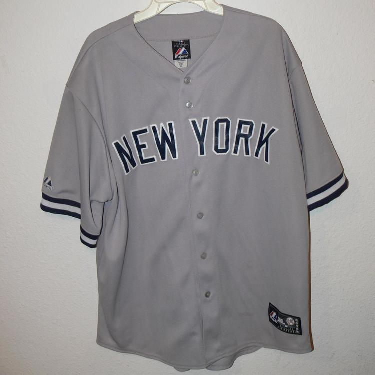 new style cdb03 f7695 Majestic NEW YORK YANKEES Baseball Jersey Mens Size XL