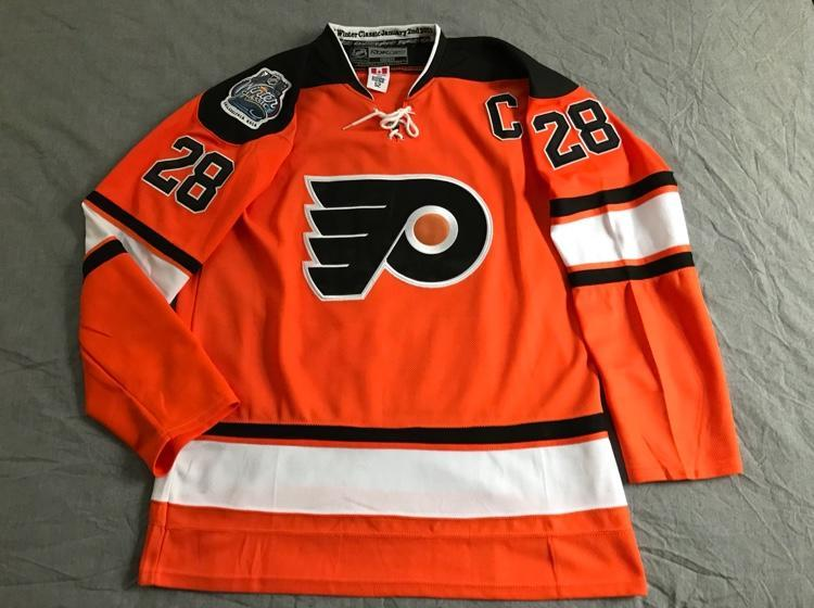 96521204 official philadelphia flyers claude giroux 2012 winter classic jersey sz 52  sold b5474 6ef63