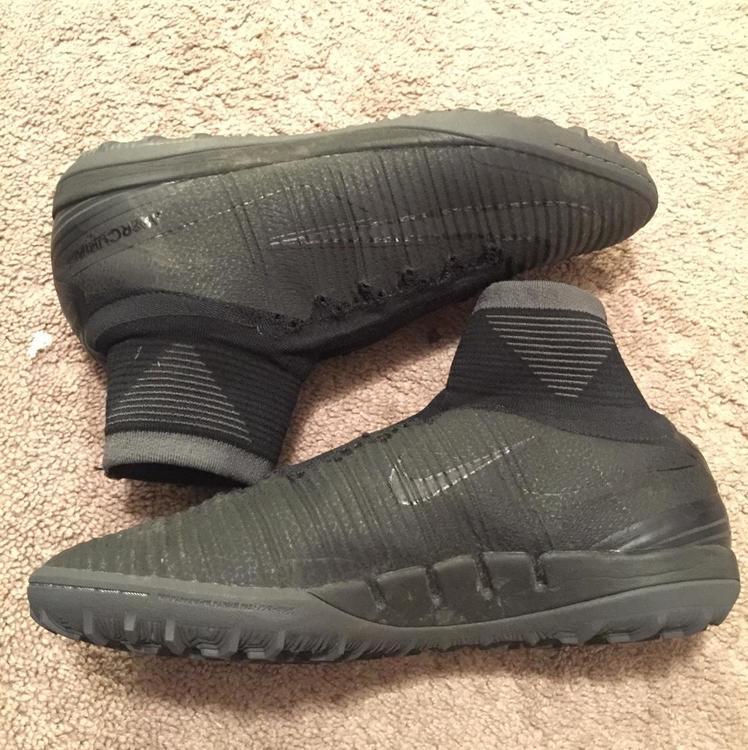 official photos af85b 90af9 Black Nike Superflys