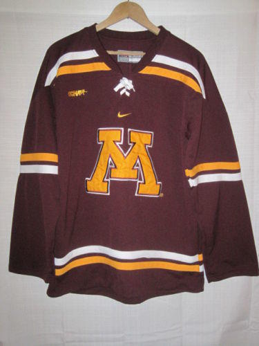 Minnesota Golden Gophers Nike hockey jersey kids boys XL 20 maroon SEWN 14d3f108487