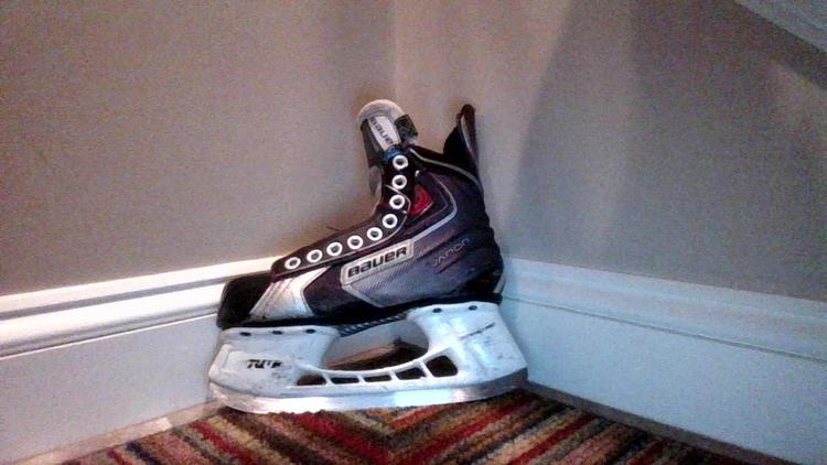 17cfd33c495 Bauer vapor X50 Skates Youth Size 2