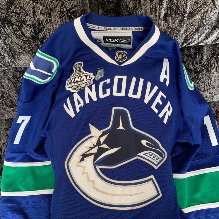 outlet store 3dbec 0ba72 Signed Vancouver Canucks Ryan Kesler Jersey