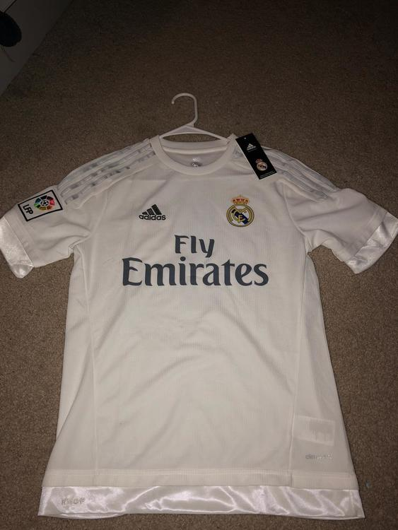 newest collection 04979 4aa5f Real Madrid Benzema Jersey
