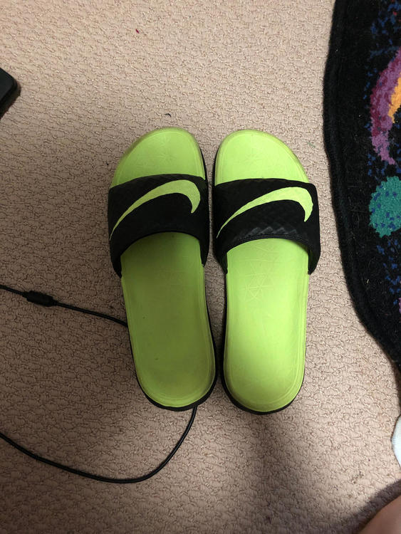 807726f52223 Nike Green Slides size 12