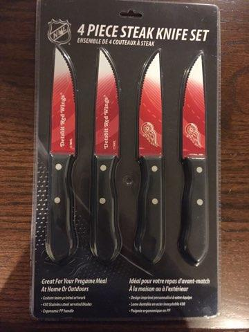 New DETROIT RED WING STEAK KNIFES