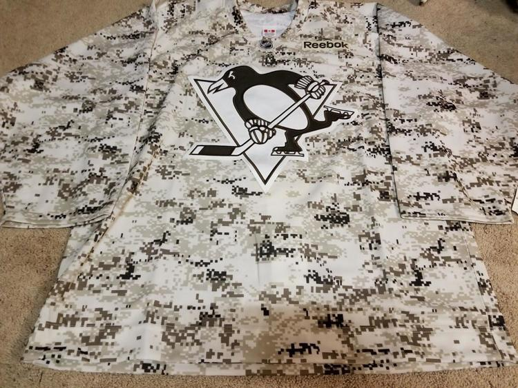 promo code 2b768 696c8 PITTSBURGH PENGUINS Light Digital Camo Military Player Practice Issued  Jersey 52