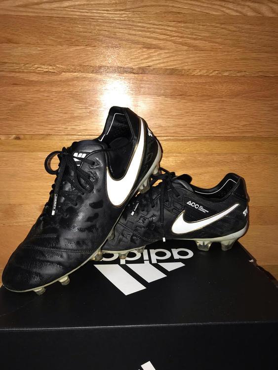 the latest 87dd2 ffb2f Nike Tiempo Legend V | Size 9.5