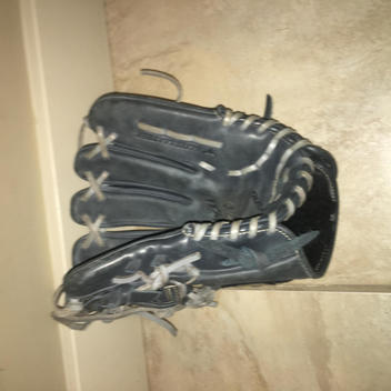 aee6661b086e Mizuno Global Elite Gloves & Mitts | Buy and Sell on SidelineSwap