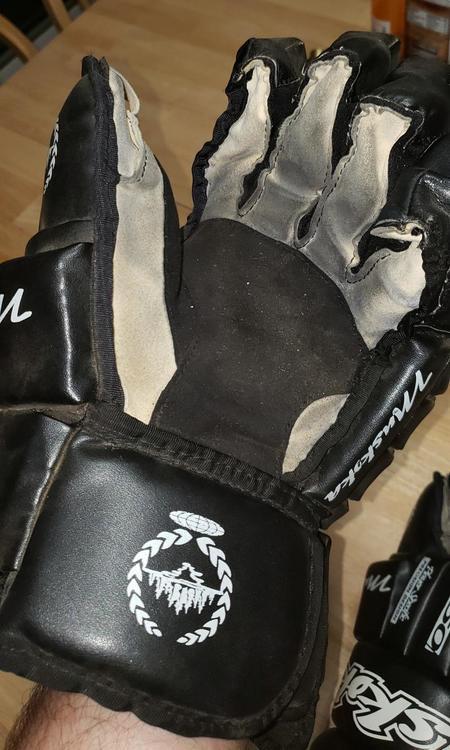 Muskoka ZR859 Senior | SOLD | Hockey Gloves | SidelineSwap