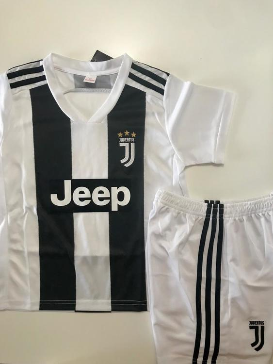 buy popular 32ff5 f72a5 New NEW JUVENTUS KIDS SIZE HOME SOCCER JERSEY (4-13 YEARS OLD)