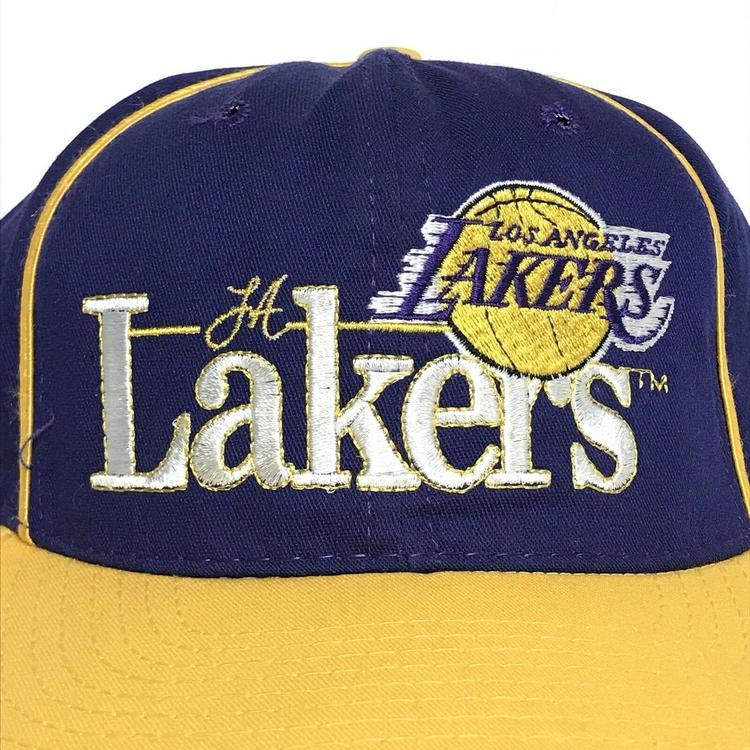 28a42cc0ab0 VINTAGE 90s Los Angeles Lakers Hat Snapback Cap Mens Purple NBA VTG ...