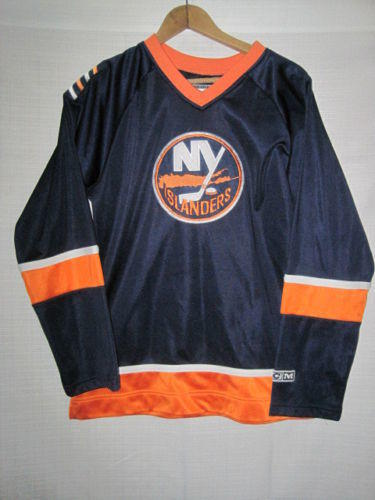 77942f63a CCM New York Islanders jersey women's M blue NHL | 15% OFF | Hockey ...