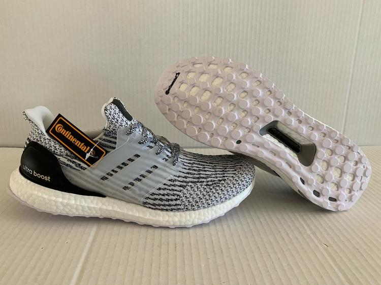 daa5a37a5d408 Adidas BRAND NEW ULTRA BOOST OREO 3.0 SIZE 10 White Core Black S80636