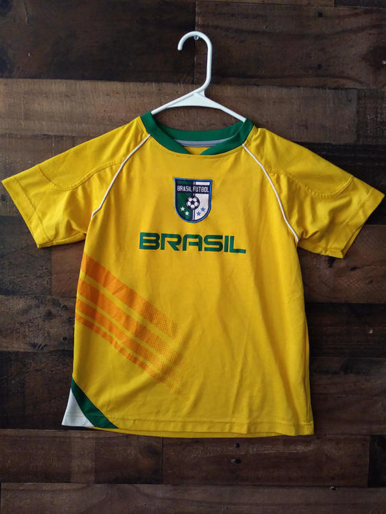 156696e14 FIFA Soccer BRAZIL NATIONAL FOOTBALL Yellow Green Youth Polyester  2 Team  Jersey