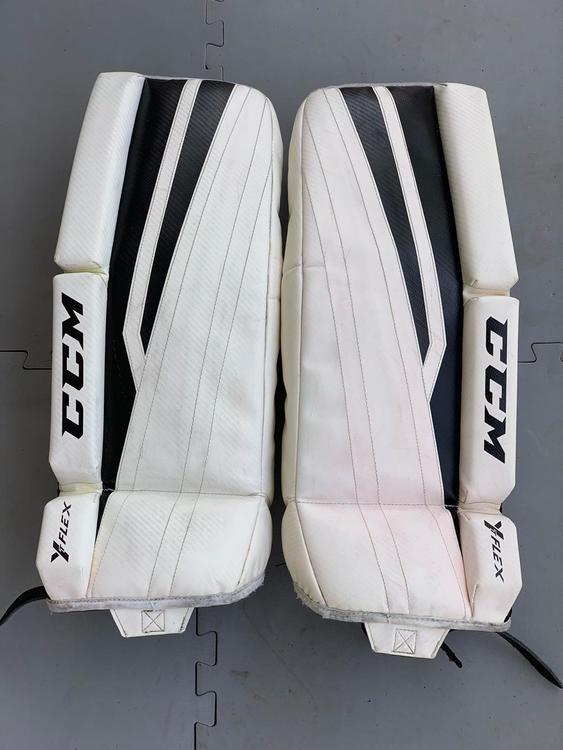 """CCM Y-Flex 24"""" Youth / Junior Goalie Leg Pads"""