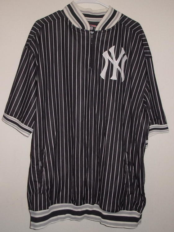 outlet store 7e8e6 f6817 New York Yankees (Black & White) Pinstripe Pullover (3XL)
