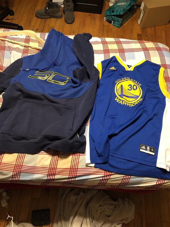 competitive price dd337 b52e2 BUNDLE!! Steph Curry Adult Medium Sweatshirt And Youth Xl Jersey