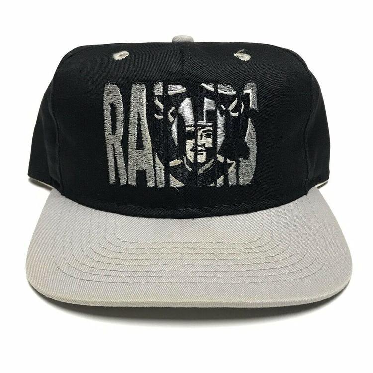 f7ff7f81 VTG Oakland Raiders Twill Snapback Hat 1990s NFL Football Black Silver