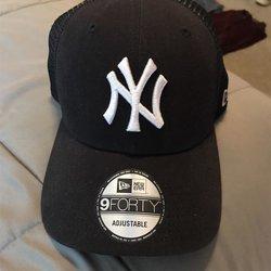 eed20ec4f72160 Baseball Hats   Buy and Sell on SidelineSwap