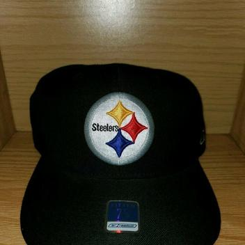 60747ae4 Football Hats | Buy and Sell on SidelineSwap