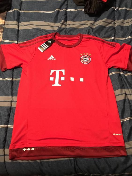 buy popular 380e1 f240b New Lewandowski Bayern Munchen Adidas Jersey & Shorts - both size L