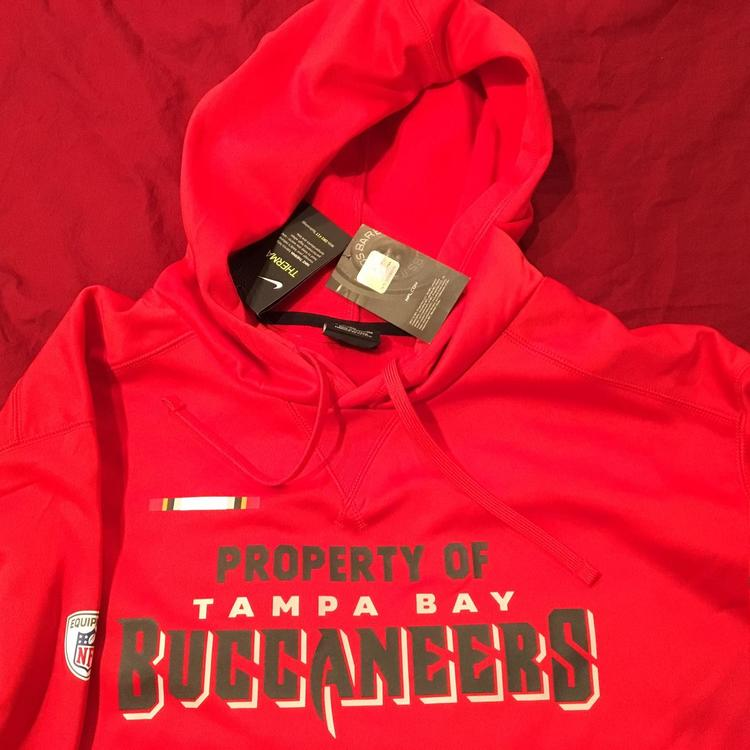 online retailer fc45d 41b24 Tampa Bay Buccaneers Nike Therma Hoodie Sweatshirt NFL EQUIPMENT Football  ON FIELD Adult