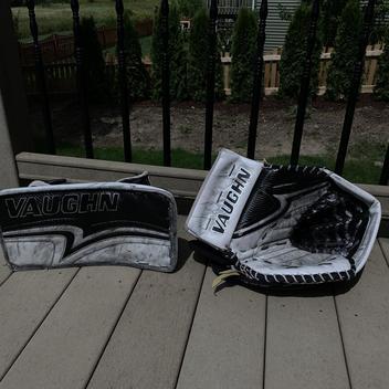 Vaughn Pro V Elite Pro Carbon Custom Goalie Gloves