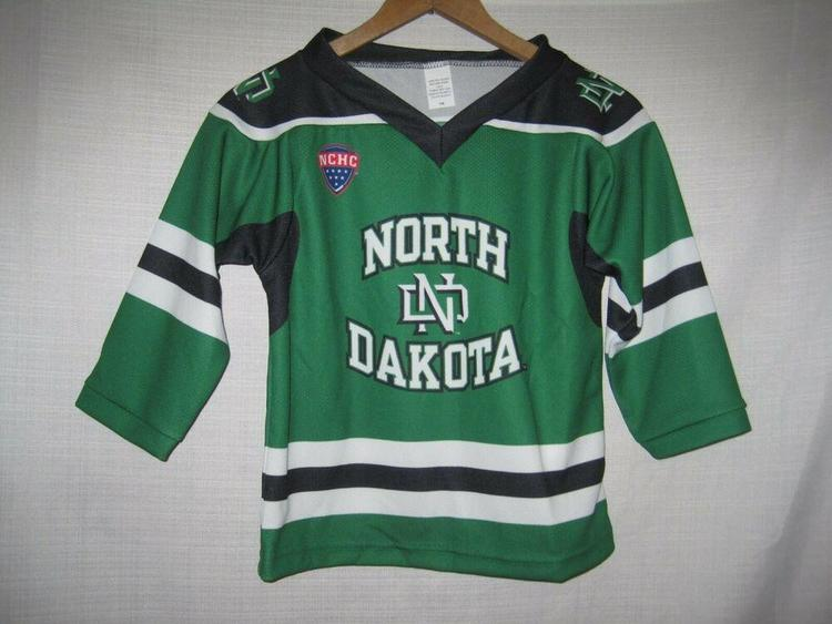 new product cea8f 638b9 North Dakota Fighting Sioux College Hockey Jersey Kids Boys 7/8 Green NEW