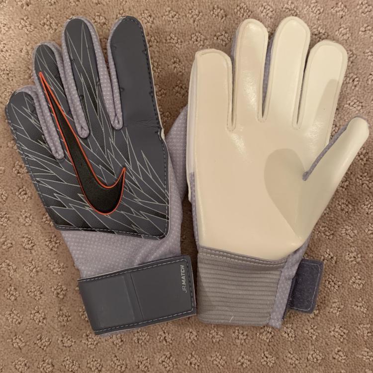 New Youth Medium Nike Goalie Gloves