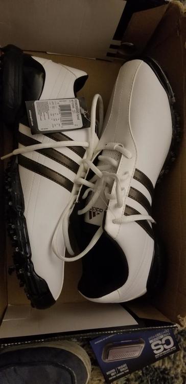 New Men's Men's 10.5 (W 11.5) Adidas Shoes
