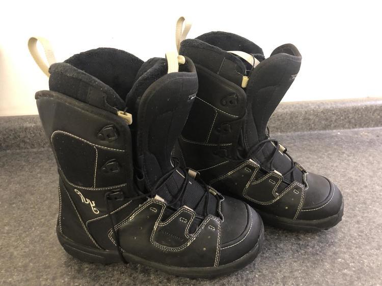 todella söpö innovatiivinen muotoilu paras online Women's size 8 Salomon IVY Snowboard Boots All Mountain